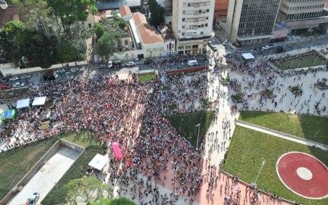 Futura Press Ato do 'Existe Amor em SP' lotou a Praça Rousevelt antes do segundo turno entre Haddad e Serra