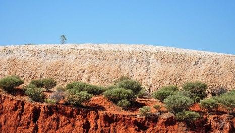 colline e colline di rocce bianche, sassi e pietre. (foto: Anna Luciani)