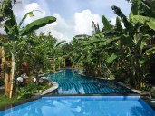 Janan Villa. La splendida piscina (foto: Anna Luciani)