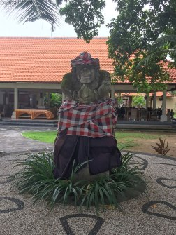 statue in giro per Sanur (foto: Anna Luciani)