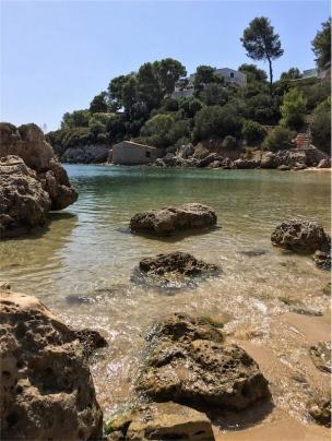 Le calette del Lazzaretto, il nostro angolo di paradiso. Sullo sfondo la spiaggia del Lazzaretto (foto: Anna Luciani)