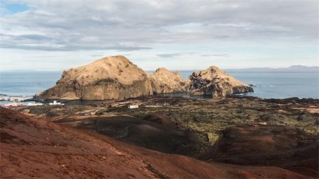 dal cratere del vulcano Eldfell la vista sul porto (foto: Anna Luciani)