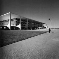 Palacio Planalto (fonte: Oscar Niemeyer e o modernismo de formas livres no Brasil, David Underwood, Cosac&Naify)