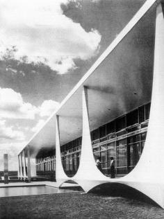 Palácio da Alvorada, Brasilia (fonte: Quando o Brasil era Moderno, Guia de Arquitetura 1928 - 1960, Lauro Cavalcanti, Arerplano)